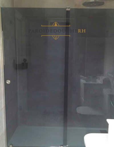 installation-paroi-de-douche-verre-gris-fume-rh1192-1
