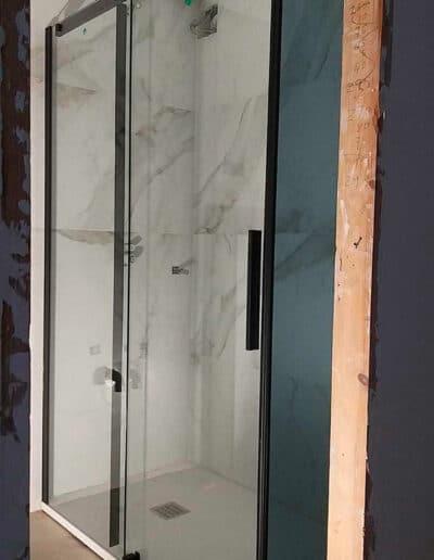 installation-paroi-de-douche-noir-rh1691n