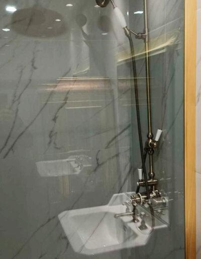installation-paroi-de-douche-dore-rh1403d